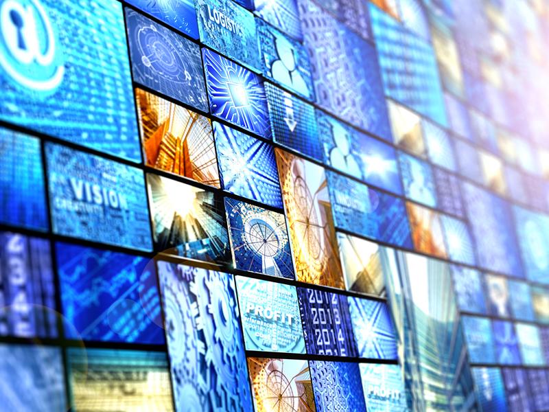 Une rangée d'écrans