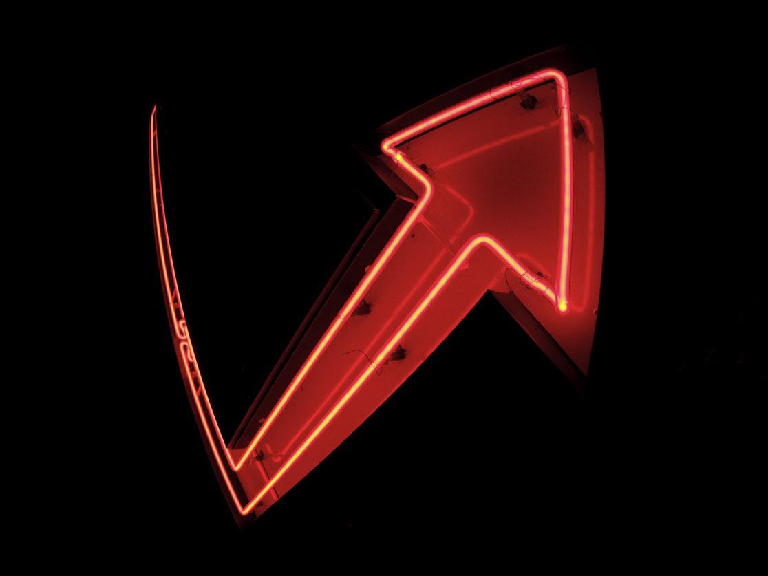 Flèche en néon rouge rebondissant vers le haut